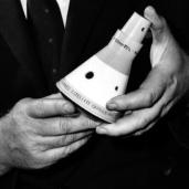 L43154 Hands & space capsule