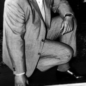L44474 man kneeling in suit