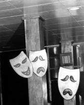 L44503 comedia masks